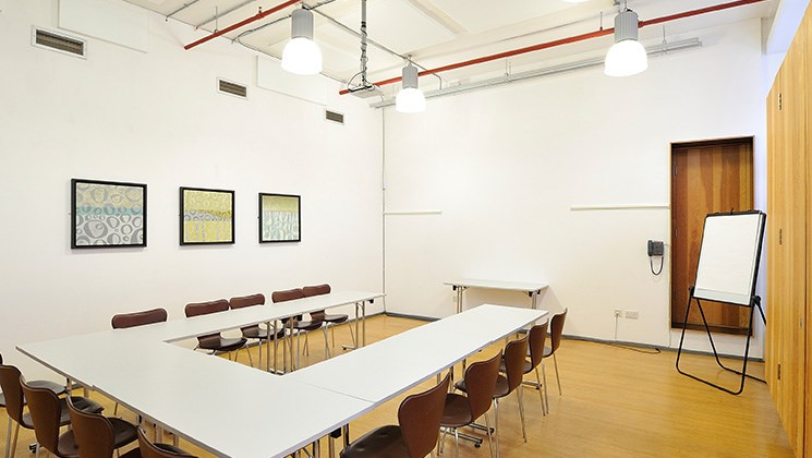Contemporary & professional meeting rooms